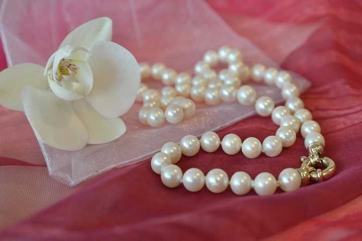 Make A Necklace Of Beads